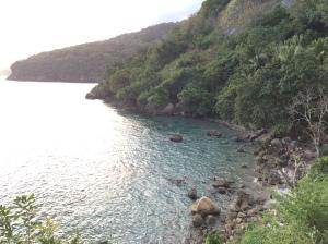 pantai ilpokil kecil di pulau wetar