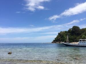 kapal singgah di desa tomliapat